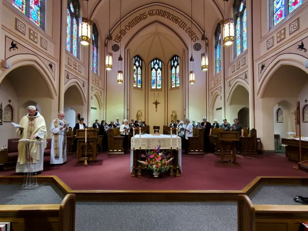 The chapel during the opening hymn.
